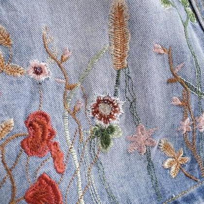 Floral Embroidered Light Washed Den..
